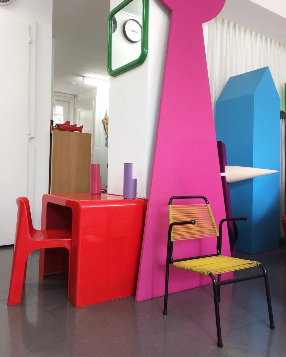 Les ateliers vladimir boson et claire lavigne font le plein de nouveautés!! #nouveautés #atelier #showroom #kidsfurniture #frenchfurniture #1950 #1970 #midcentury #desk #marcberthier #rochebobois #ozoo #chair #armchair #scoubidou #colors #graphic #design