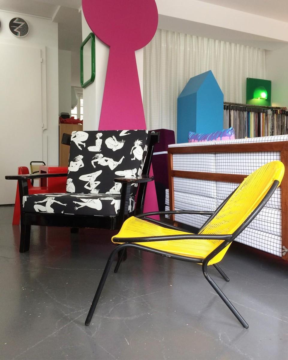 Les ateliers vladimir boson et claire lavigne font le plein de nouveautés!! #nouveautés #atelier #showroom #armchair #pool #scoubidou #1950 #midcentury #frenchfurniture #colors #graphic #design