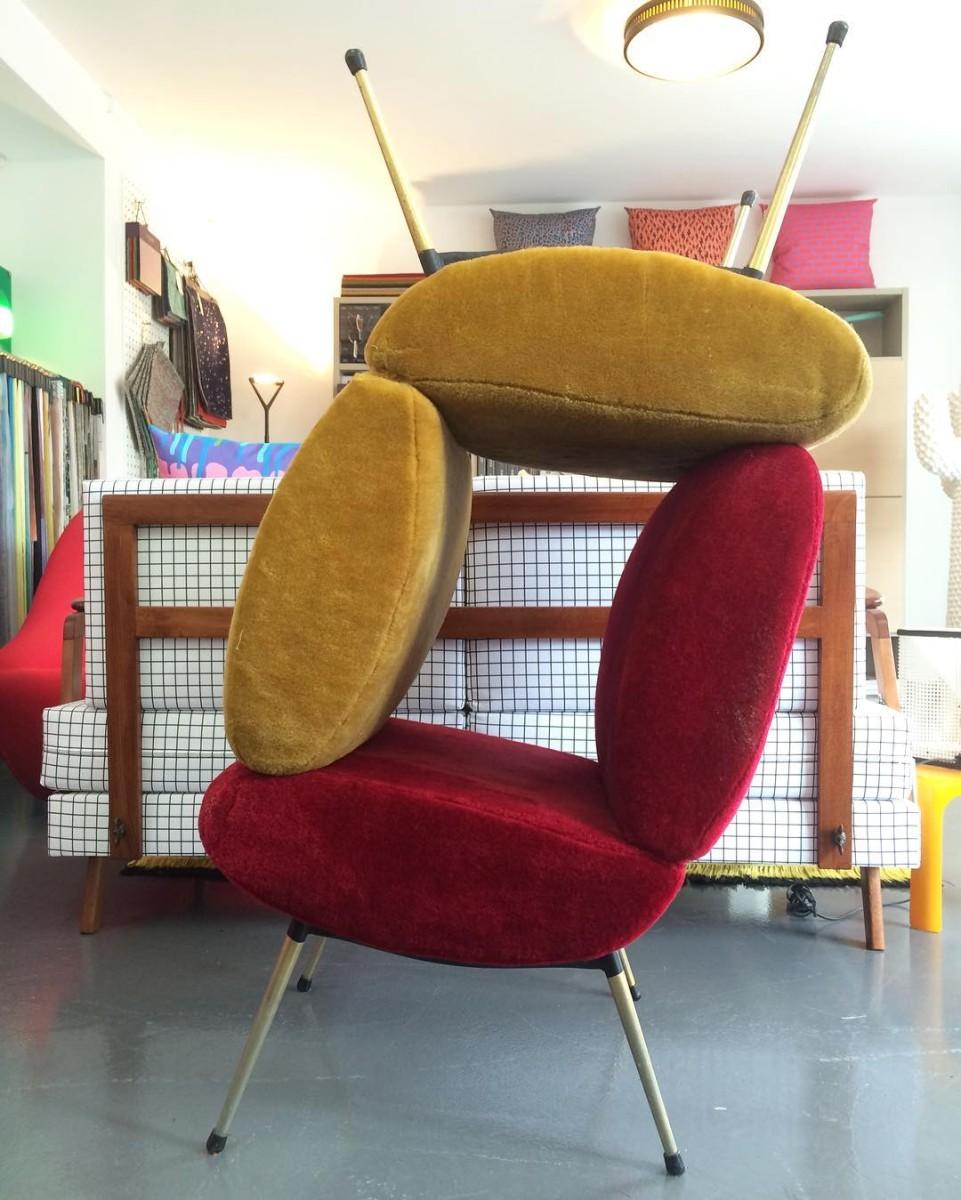 Les ateliers vladimir boson et claire lavigne font le plein de nouveautés!! #nouveautés #atelier #showroom #tapissier #upholstery #1960 #frenchfurniture #armchair #kiss #pelfran #workinprogress #design