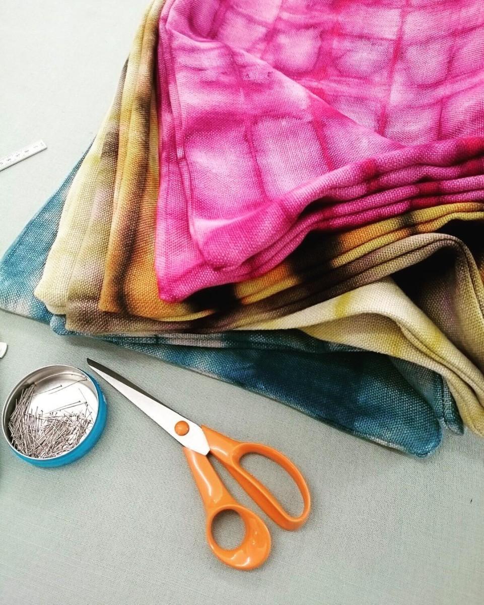 #atelier #coussins #cushions #courtepointière #textile #handmade #lin #linen #teinturevegetale #colors #tieanddye