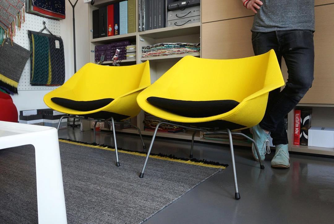 Fauteuils FM08 de Cees Braakman pour Pastoe / disponibles à l'atelier vladimir boson 🍋🍌🐝☀️ #nouveauté #atelier showroom #tapissier #upholstery #1950 #midcentury #dutchfurniture #pair #of #armchair #easychair #fm08 #ceesbraakman #pastoe #textile #lelièvre #colors #design #réalisation @ateliervladimirboson