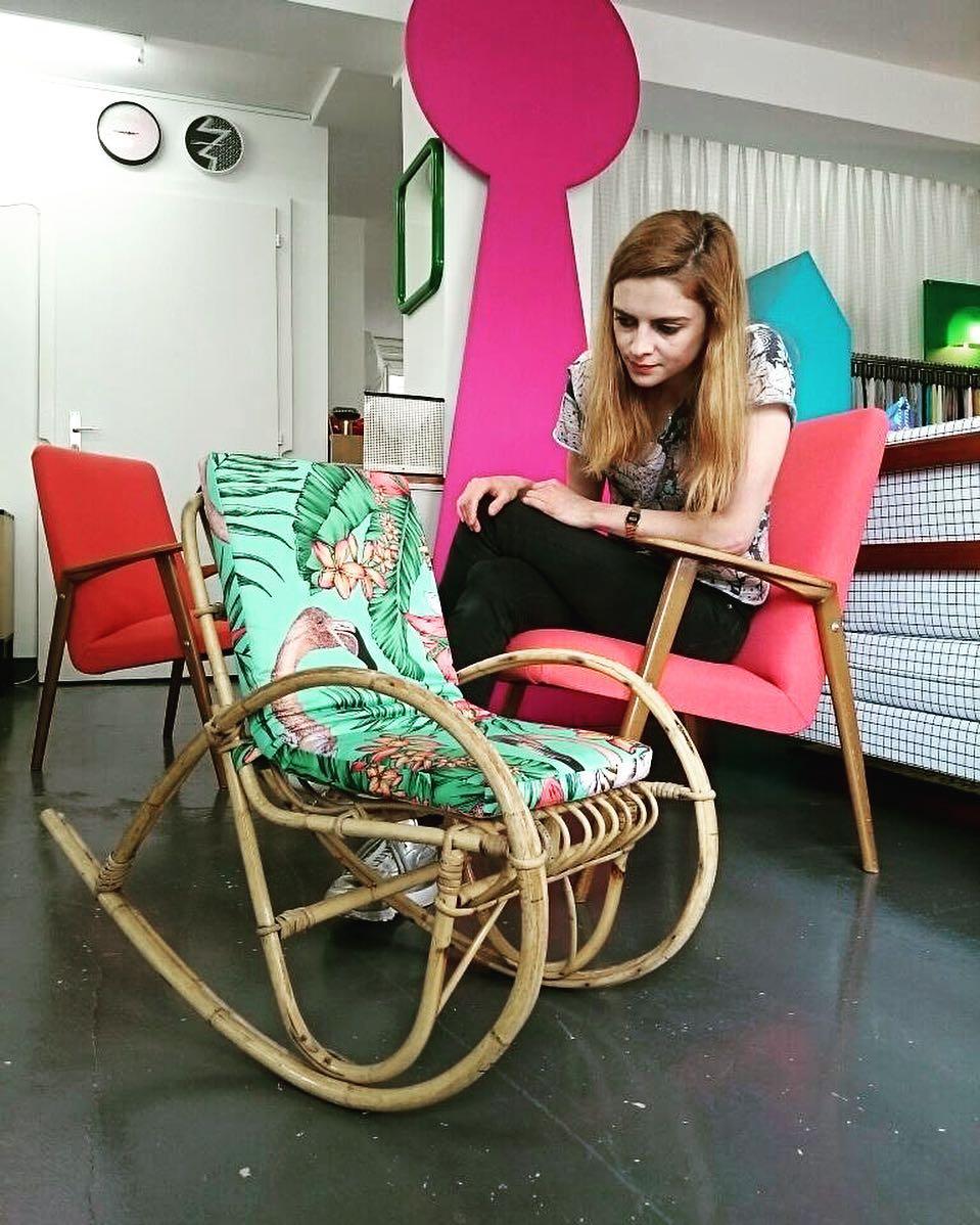 🌺🎍🌴 #nouveauté #atelier #showroom #courtepointière #armchair #kidsfurniture #1950 #midcentury #rattan #rotin #bamboo #coussin #cushion #textile #flamingo #matthewwilliamson @osborneandlittle #colors #exotic #flora