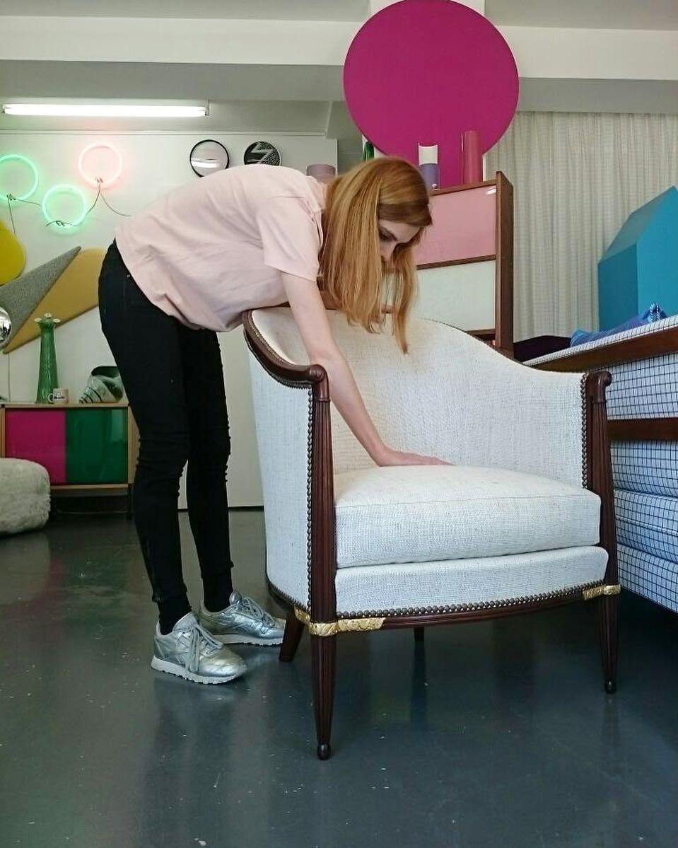 #atelier #tapissier #courtepointière #upholstery #1920 #artdeco #armchair #textile #pierrefrey @julien_aubert_interieurs