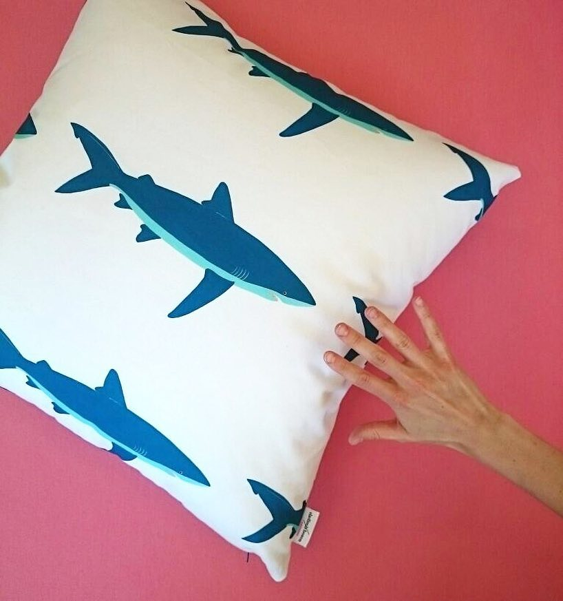 #nouveauté #atelier #showroom #coussin #cushion #requin #shark #textile @lorienstern