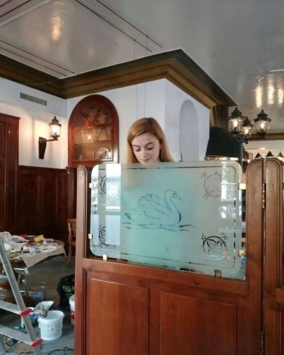 Brasserie du Cygne 🍽🍷🍳 #workinprogress #atelier #tapissier #upholstery #renovation #cafe #restaurant #brasserie #lecygne #lausanne @ateliervladimirboson @lecygne_brasserie