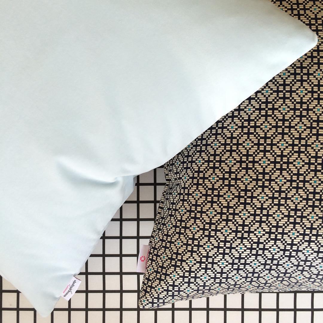 #atelier #courtepointière #coussins #cushions #textile #velvet #harald2 #rafsimons #kvadrat #palanquin #lelièvre #colors #graphic #design @virginie.burion