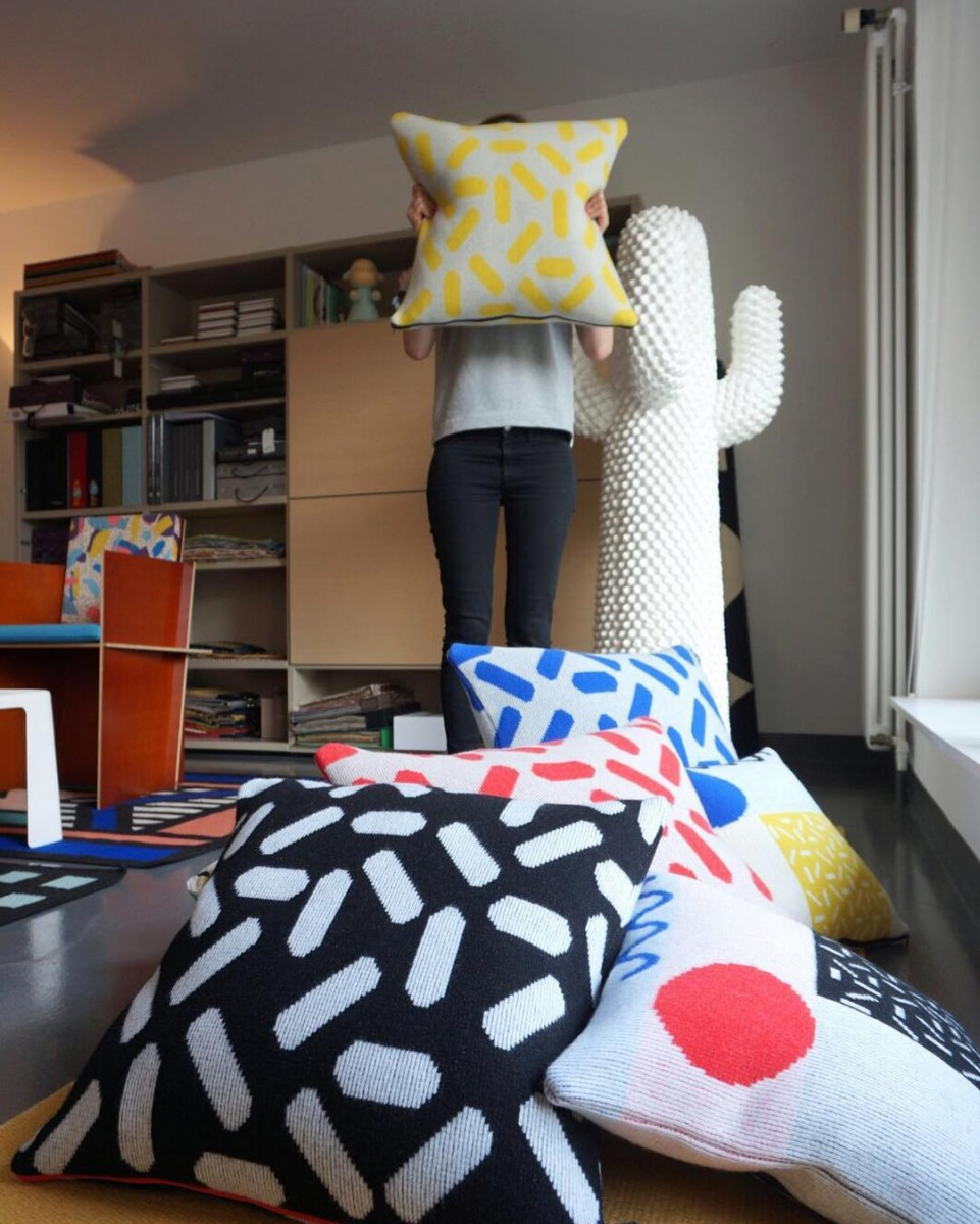 #nouveauté #atelier #showroom #vitrine #coussins #cushions #knitted #lambswool #handmade #designer @gianninacapitani #colors #graphic #design