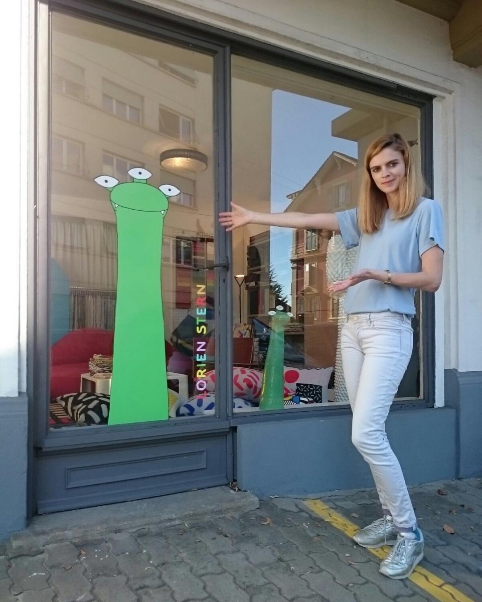🐸 new window!! #atelier #showroom #vitrine #stickers #sea #monster #artist @lorienstern