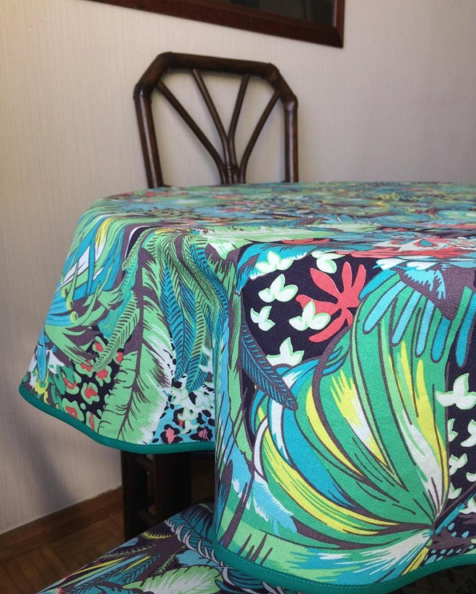 🎋🌺🌿 #livraison #nappe #tablecloth #courtepointière #textile #jungle #junglebeat #matthewwilliamson #osborneandlittle #bambou #colors #lausanne #chair #réalisation @ateliervladimirboson