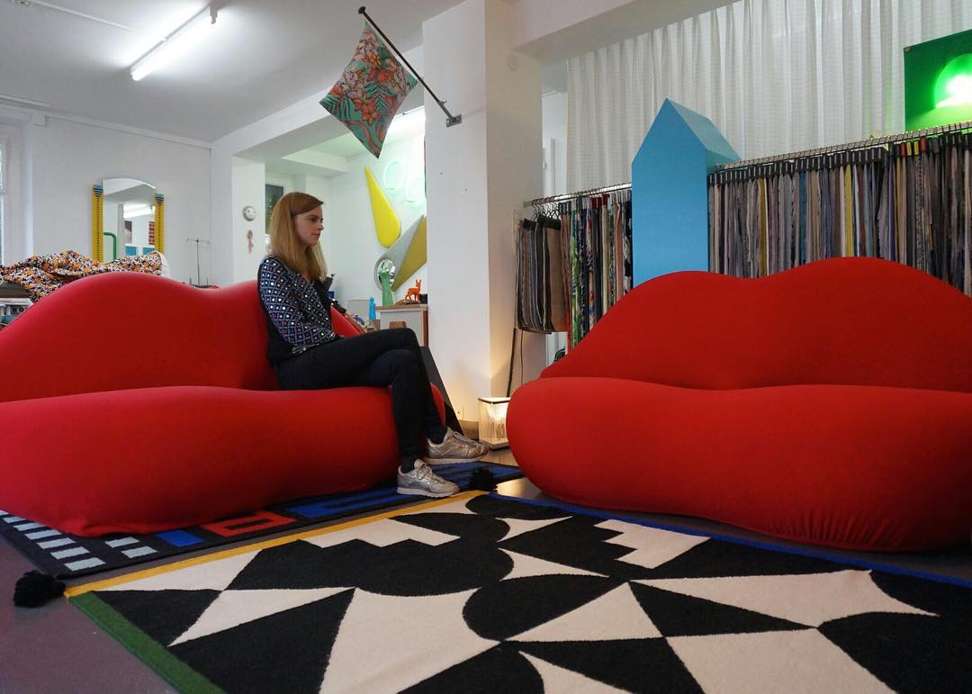 ✌🏻👄👄 #workinprogress #atelier #tapissier #upholstery #1980 #sofa #bocca #marilyn #studio65 @gufram #colors #red #design