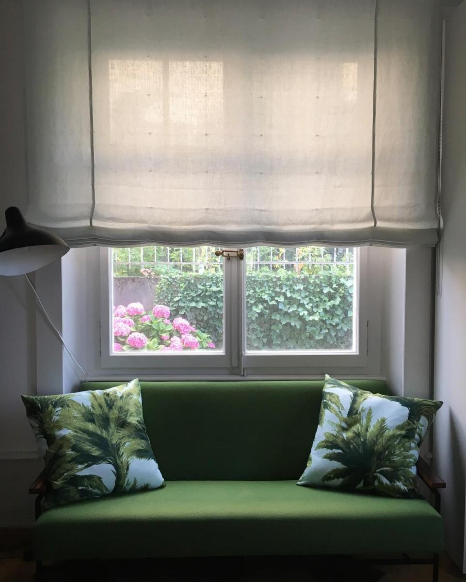 🌸🌴#livraison #lausanne #courtepointière #coussins #cushions #textile #mauritius @lamaisonpierrefrey #palmtrees #palmiers #romanblinds #linleger #dominiquekieffer #colors