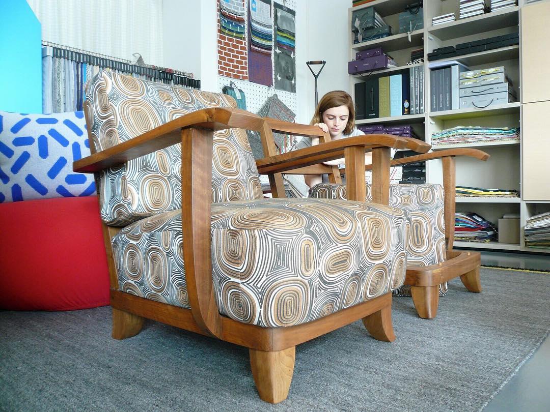 #workinprogress #atelier #tapissier #courtepointière #upholstery #midcentury #pair #of #armchair #textile #embroidery #graphic #océanie @lamaisonpierrefrey #réalisation @ateliervladimirboson @cleo01