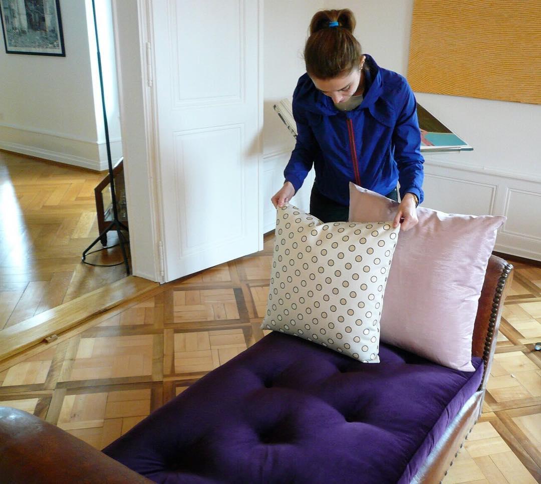 #livraison #lausanne #atelier #courtepointière #coussins #cushions #bench #textiles #velvet #harald2 @kvadrat #rafsimons #kvadratrafsimons #dots #coquin #jeanpaulgaultier #moire #fantasia @lelievreparis