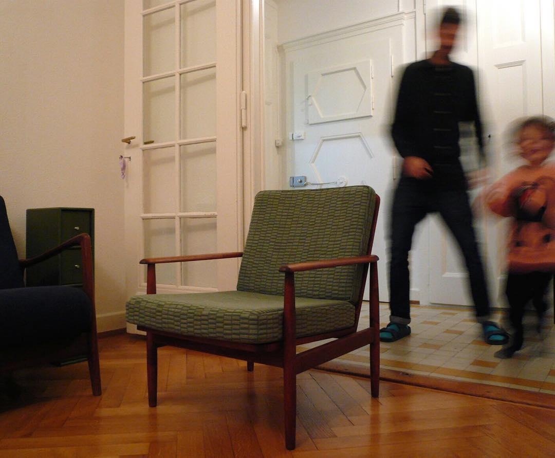 #livraison #atelier #courtepointière #fauteuil #armchair #danishfurniture #textile #canal #bouroullec @kvadrattextiles #colors #graphic design @jorganssen