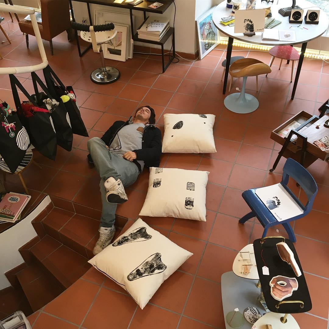 👣👣👣 #atelier #collaboration @kolgallery #coussins #cushions @lasonnettelausanne #lausanne