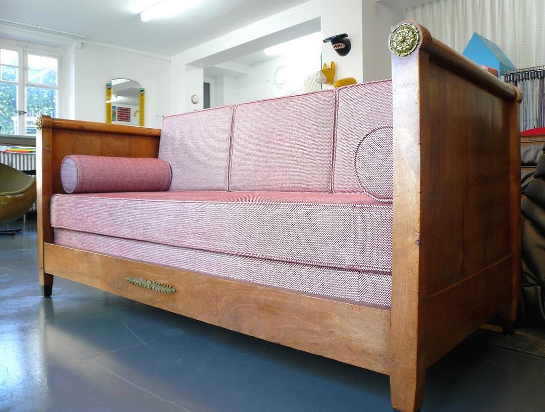 〰️〰️〰️ #atelier #tapissier #courtepointière #upholstery #sofa #textile #zag @lamaisonpierrefrey #colors