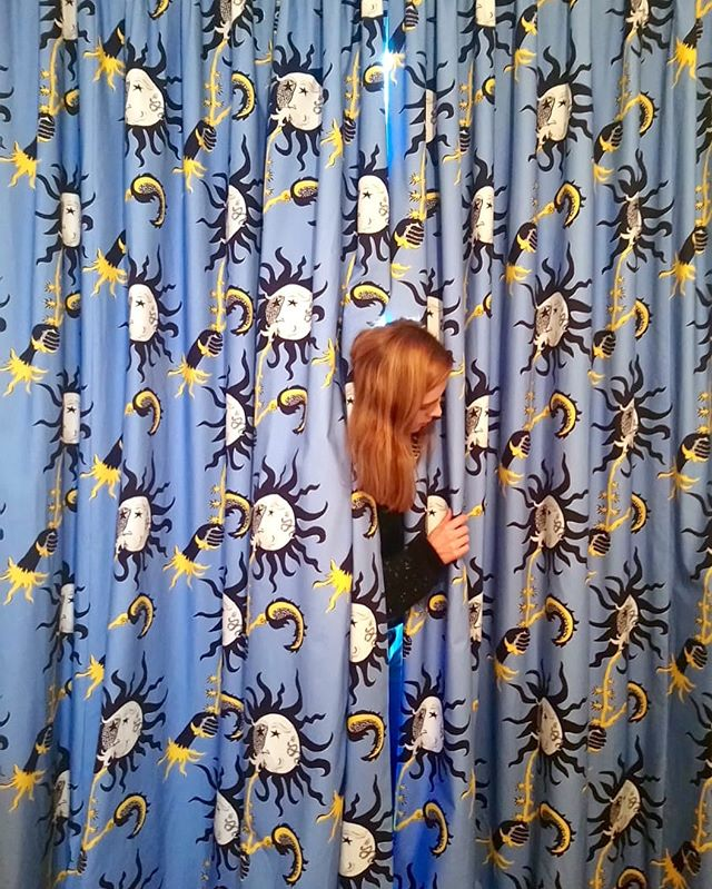 🌞🌞🌞#posederideaux #rideaux #curtains #courtepointière #textile #soleilamoustache #1944 #collectioncapsule @vincent_darre @lamaisonpierrefrey #lausanne @jojooosip @ateliervladimirboson