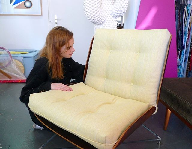 🍋🍋🍋 #atelier #courtepointière #fauteuil #armchair #1950 #midcentury #textile #sunniva2 #rafsimons @kvadrattextiles #yellow #colors #graphic #design @celzun