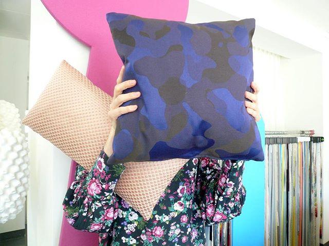 #atelier #courtepointière #coussins #cushions #textile #chameleon #dominiquekiefferbyrubelli #okinawa #lamaisonpierrefrey #colors @fredclement