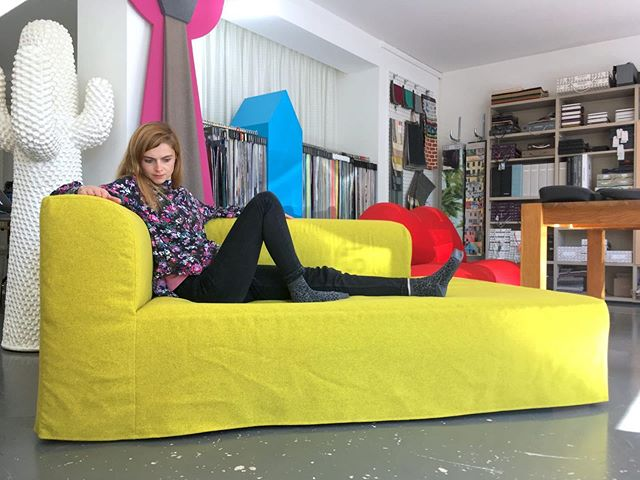 🐈🐈🐈 #atelier #courtepointière #housse #slipcover #sofa #textile #alex @creationbaumann @vivianetiger @spanter
